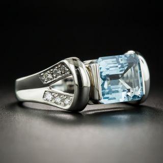 Contemporary 2.85 Carat Aquamarine and Diamond Ring