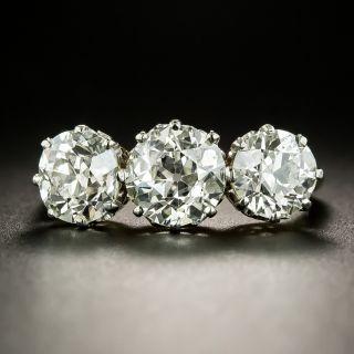 Edwardian 3.94 Carat Total Weight Three- Stone Diamond Engagement Ring - GIA - 2