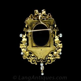 Highly Decorative Victorian Hardstone Cameo Pin / Pendant